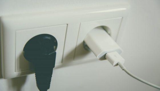 Que faire quand ma prise électrique fait de la fumée?